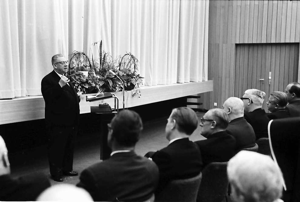 Bad Krozingen: Einweihung des Kurhauses; Regierungspräsident Anton Dichtel spricht, Bild 1