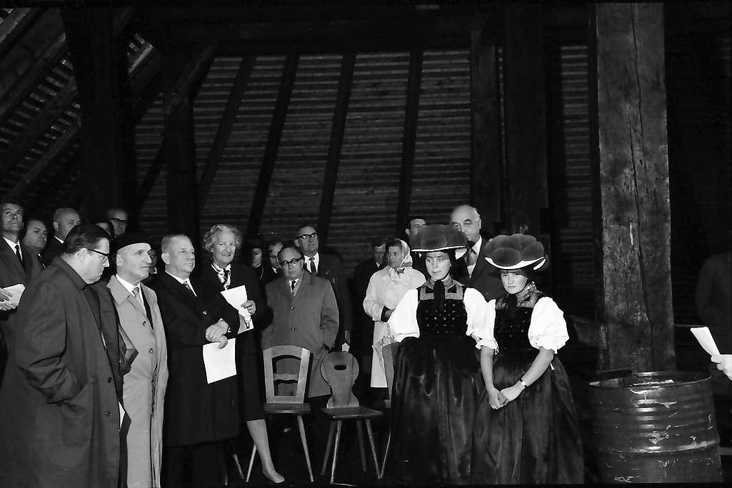 Gutach: Gruppen beim Richtfest des Hippenseppenhofes, Bild 1