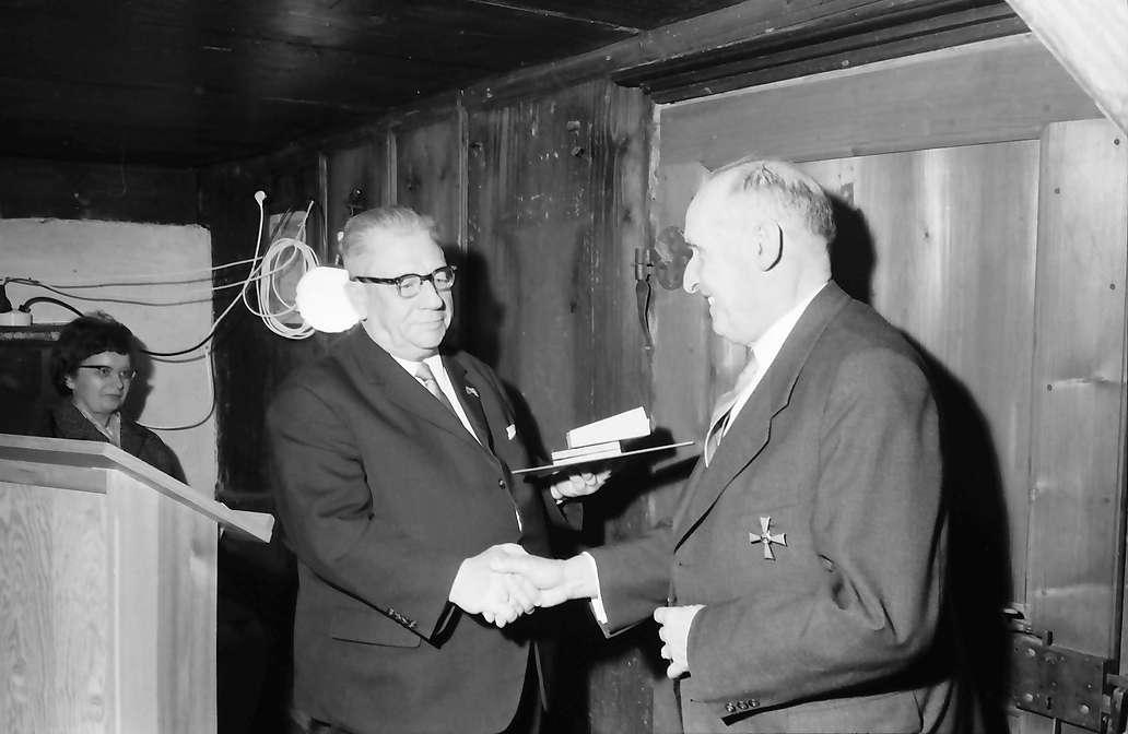 Gutach: Regierungspräsident Dichtel übergibt Bundesverdienstkreuz 1. Klasse für Prof. Schilli, Bild 1