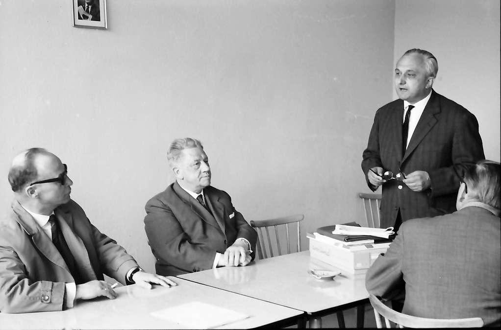 Hottingen: Landespressekonferenz im Hotzenwald; Wirtschaftsminister Dr. Leuze, Regierungspräsident Anton Dichtel und Direktor Rall (Zell-Schönau), Bild 1