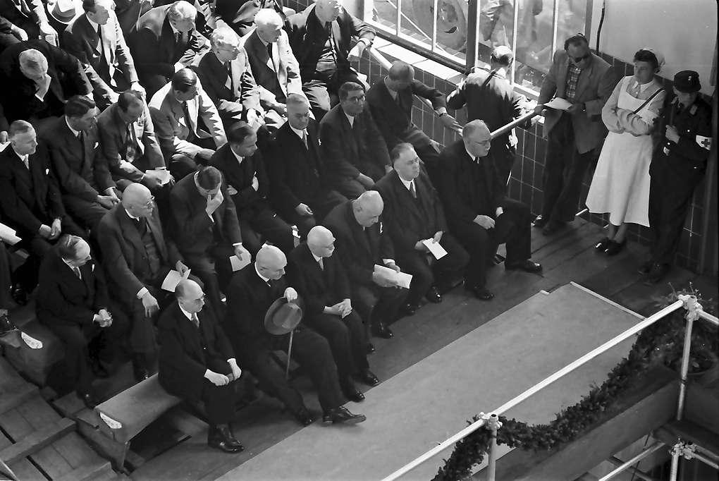 Waldshut: Inbetriebnahme des Kraftwerks Waldshut; Reihe der Ehrengäste, Staatspräsident Leo Wohleb, von oben, Bild 1