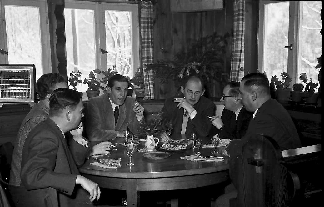 Häusern: Schluchseewerk; Gruppe der Journalisten beim Frühstück, Bild 1
