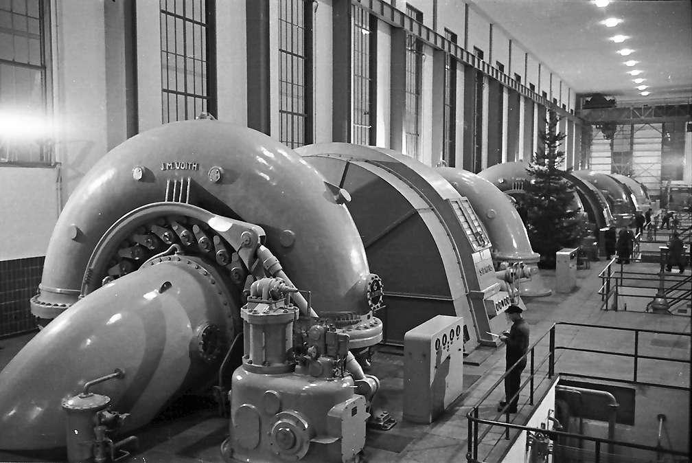 Waldshut: Krafthaus mit Maschinensätzen, von oben, Bild 1