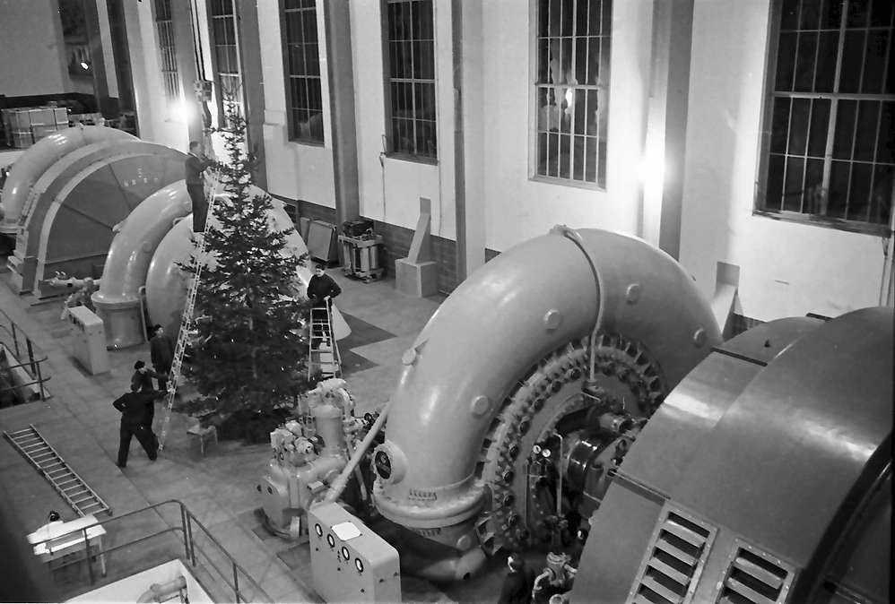 Waldshut: Maschinensätze vom Balkon, mit Weihnachtsbaum, Bild 1