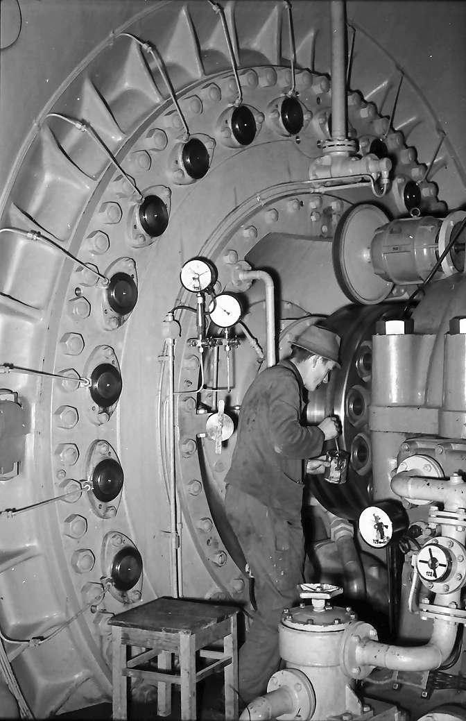 Waldshut: Monteur am Generator, Bild 1