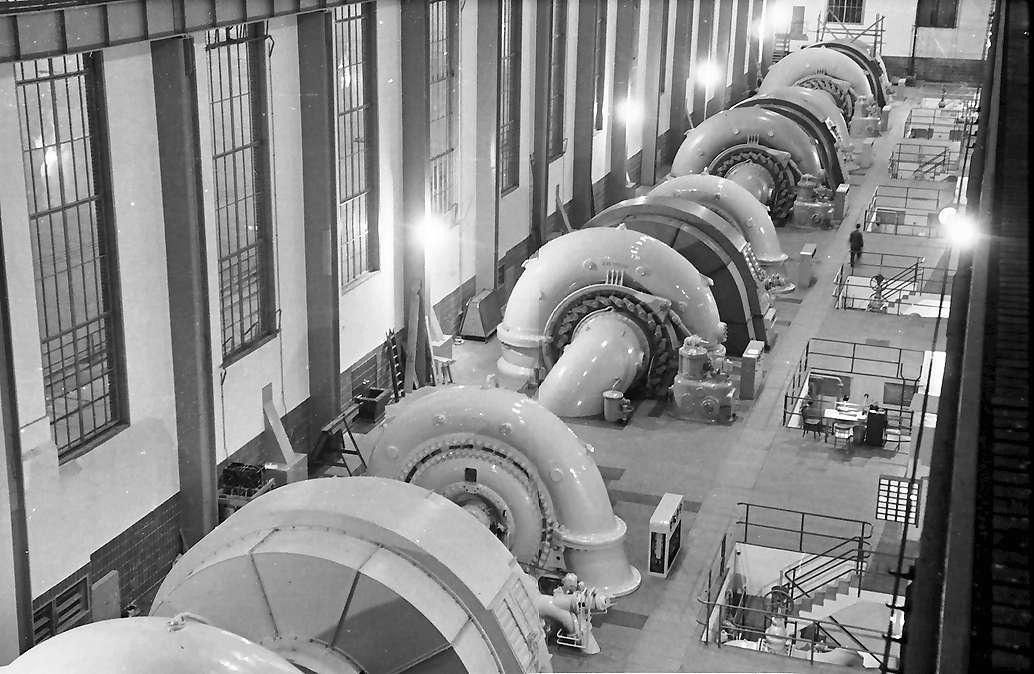 Waldshut: Kraftwerk; gesamte Maschinensätze vom Kran, Bild 1