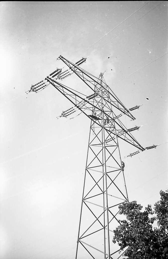 Laufenburg: Leitungen werden an Hochspannungsmast gezogen, Bild 1