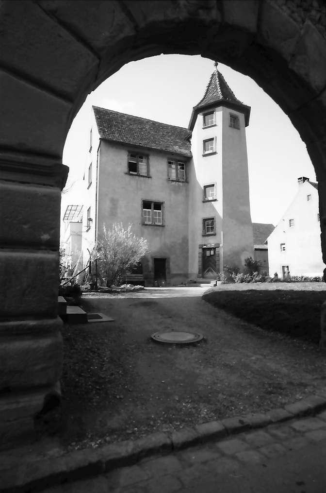 Lörrach: Schloss Stetten durch Torbogen, Bild 1