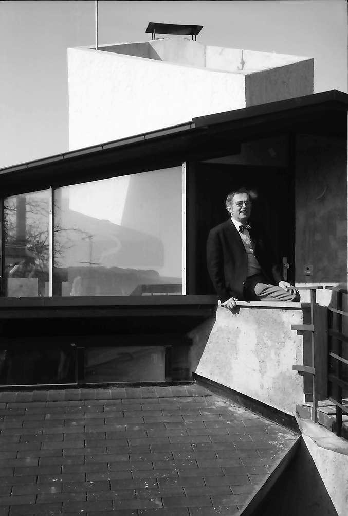 Lörrach, Salzert: Pavillon-Haus im Stadtteil Salzert, Eingang mit Rudi Catosie, Bild 1