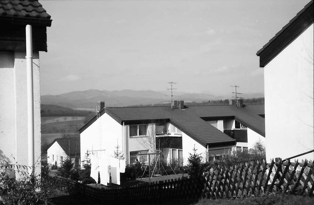 Lörrach, Salzert: Durchblick auf Siedlungshaus im Stadtteil Salzert, Bild 1