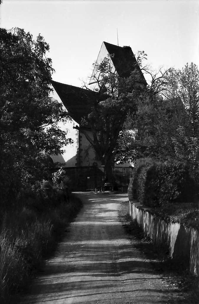 Rötteln: Straße mit Kirche, Bild 1