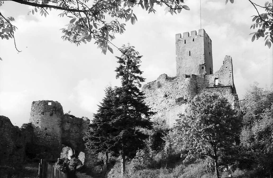 Rötteln: Burg Rötteln von unten, Bild 1