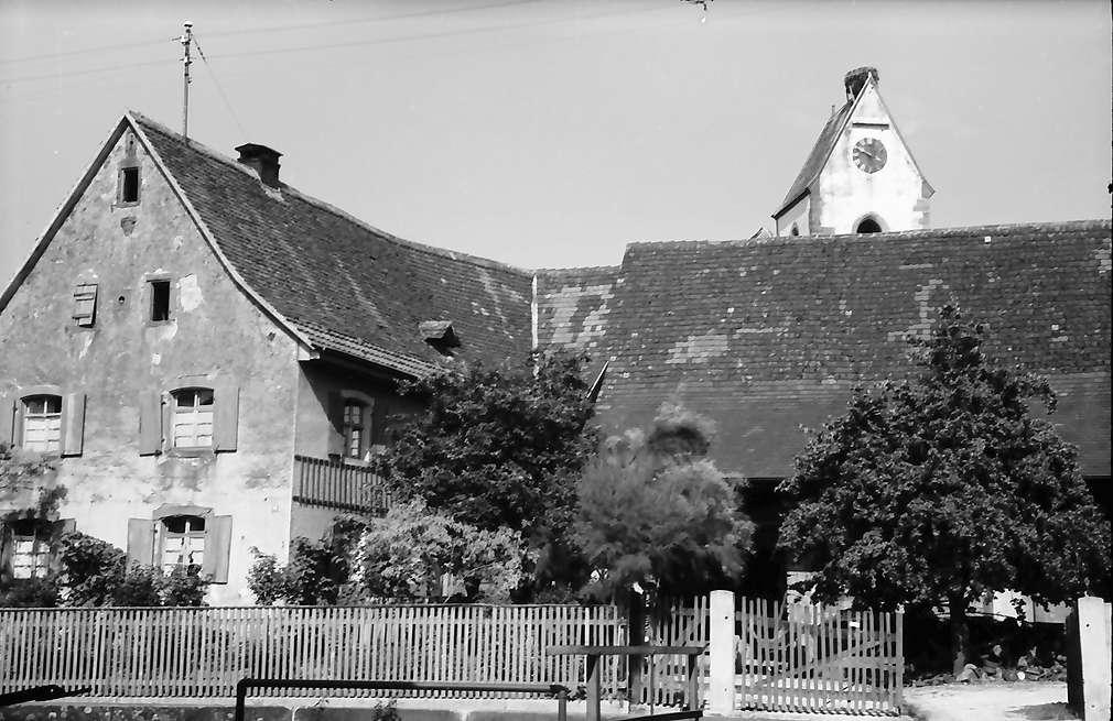 Eimeldingen: Hof und Kirchturm in Eimeldingen, Bild 1
