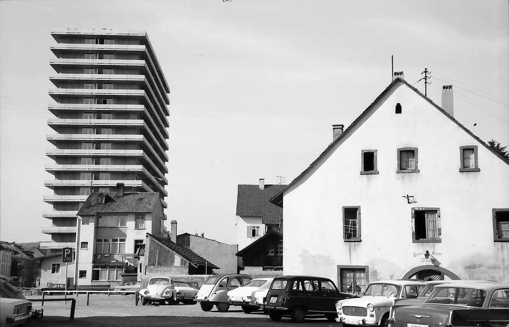 Lörrach, Tüllingen: Burghof und Feuerwache mit Hochhaus, Bild 1