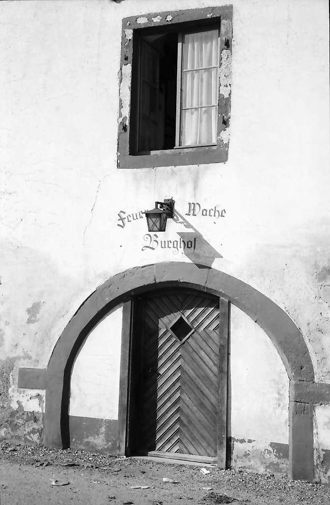 Lörrach, Tüllingen: Tor Burghof (Feuerwache), Bild 1
