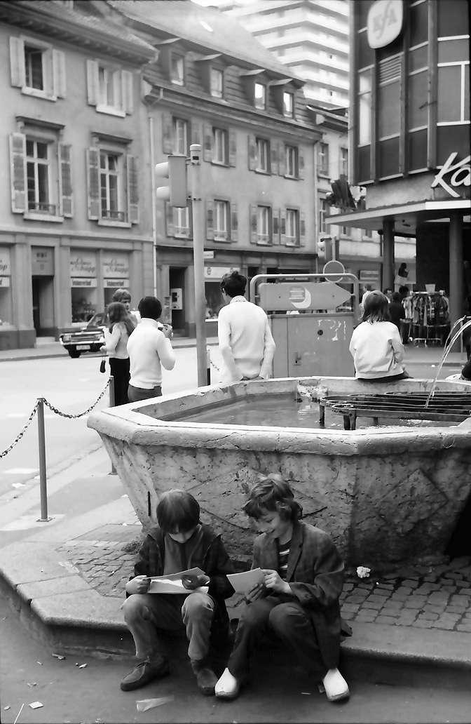 Lörrach, Tüllingen: Brunnen in der Turmstraße, Bild 1