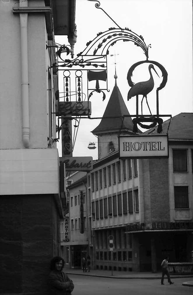 """Lörrach, Tüllingen: Aushängeschild """"Gasthaus Storchen"""", Bild 1"""