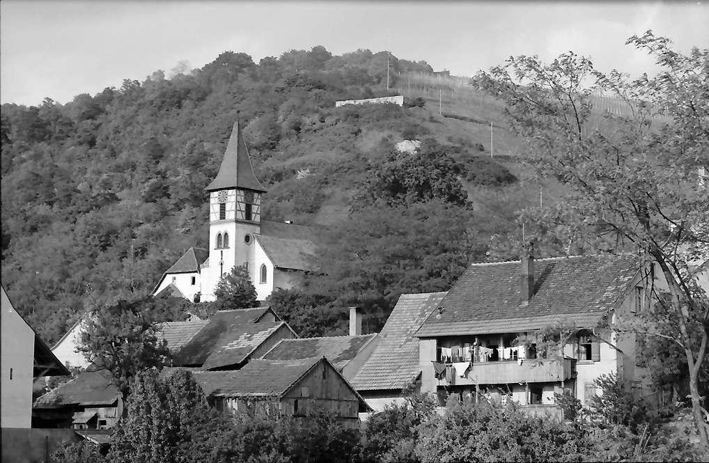 Kleinkems: Kirche und alte Häuser, Bild 1