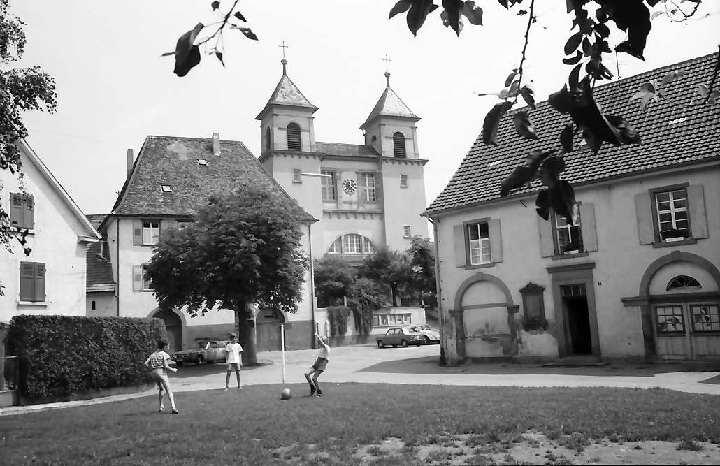 Lörrach, Stetten: Kirche St. Fridolin und Altes Rathaus, Bild 1