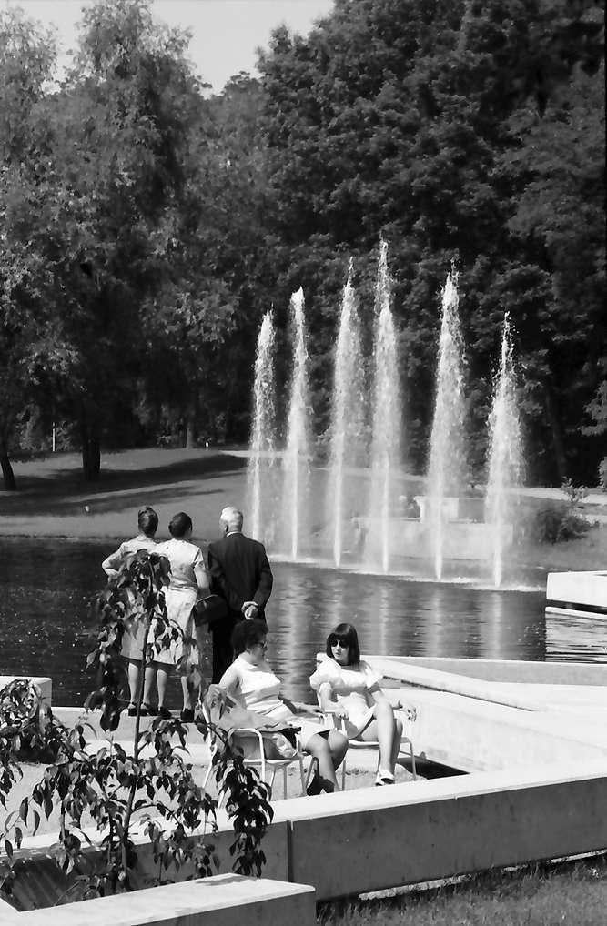 Bad Bellingen: Springbrunnen im Kurpark, Bild 1