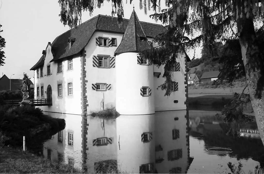 Inzlingen: Wasserschloss nach der Renovation, Bild 1