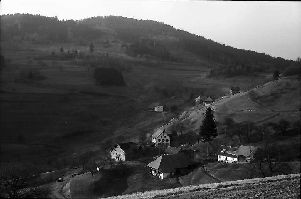 Endenburg: Blick von der Höhe von Lehnacker auf Ortsteil Kirchhausen, Endenburg, Bild 1