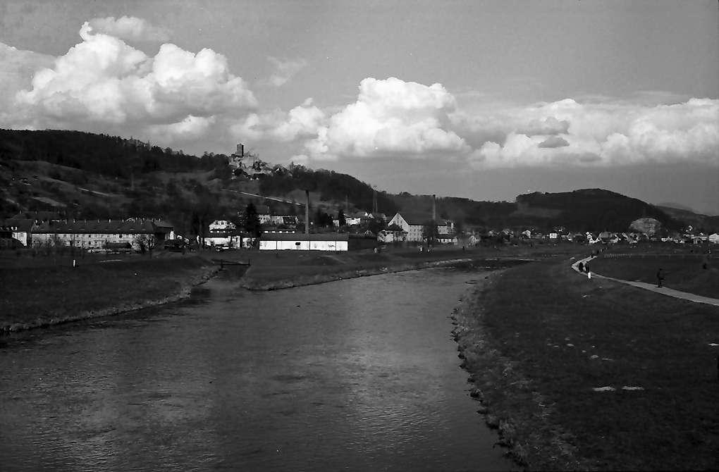 Lörrach: Blick von der Wiesebrücke auf Burg Rötteln, Bild 1