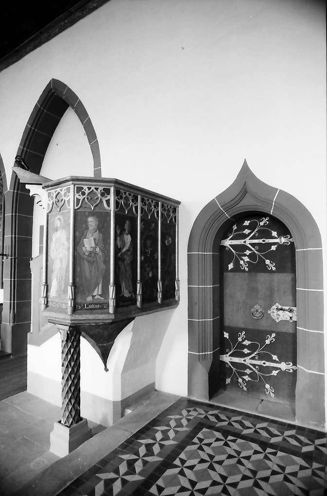 Rötteln: Gotische Kanzel und Tür, Bild 1