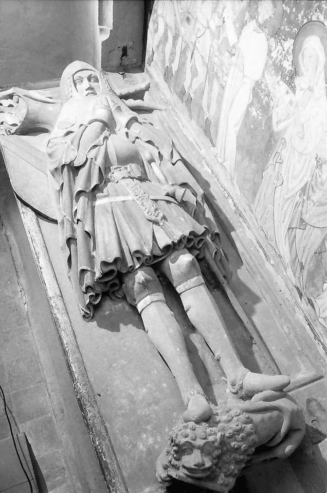 Rötteln: Figur auf Grabplatte, Ritter, liegend, Bild 1