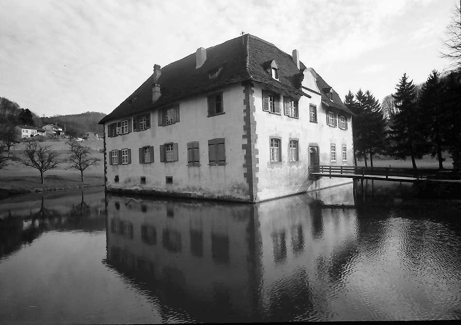Inzlingen: Wasserschloss, Aussicht von Norden, Bild 1