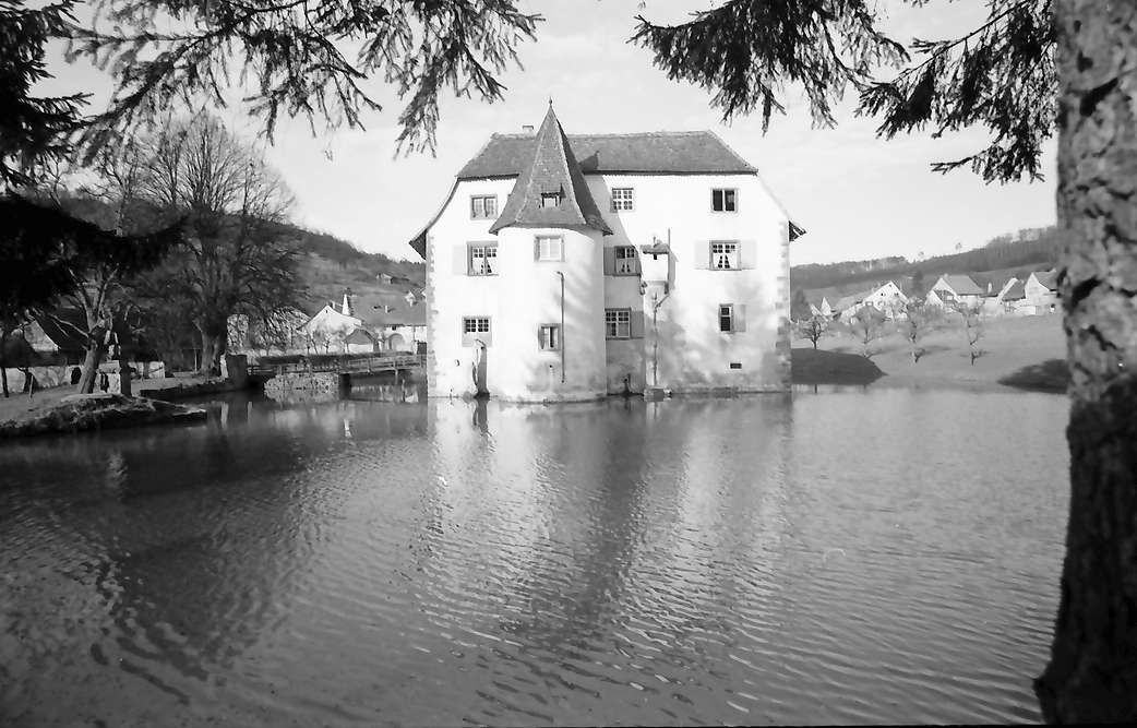 Inzlingen: Wasserschloss (1563), Turmseite, Bild 1