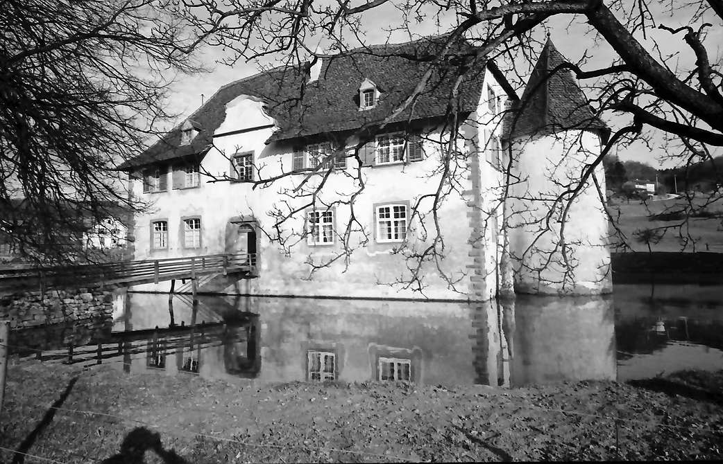 Inzlingen: Wasserschloss, Westseite, Bild 1