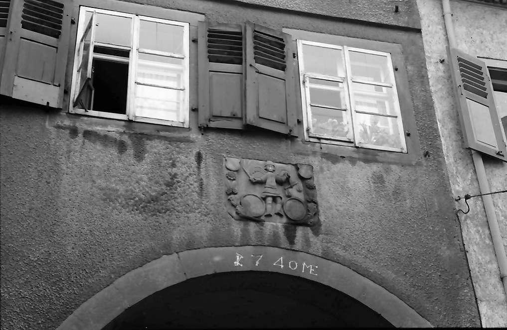 Schopfheim: Bogen mit Wappen, Bild 1