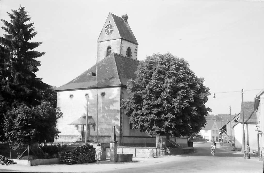 Hauingen: Kirche mit Storchennest, Bild 1
