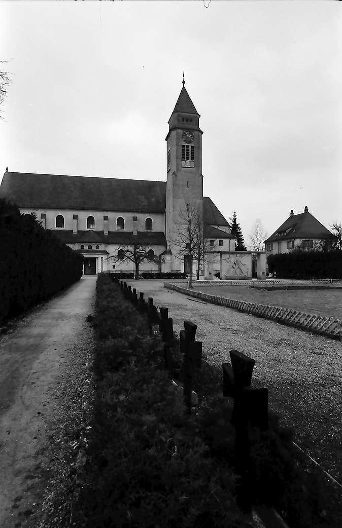 Meckenbeuren: Kirche und Kriegerdenkmal, Bild 1