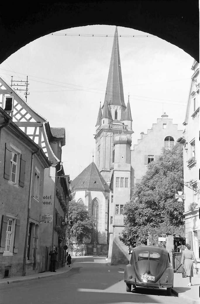 Radolfzell: Obertorstraße mit Münster, durch Bogen, Bild 1