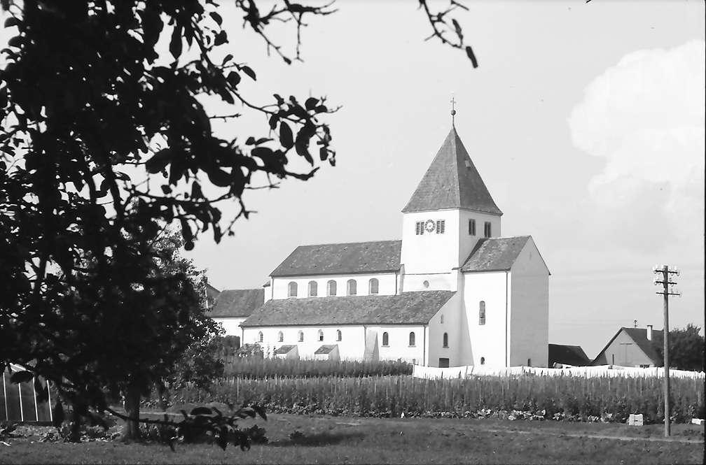 Oberzell: Kirche, Bild 1