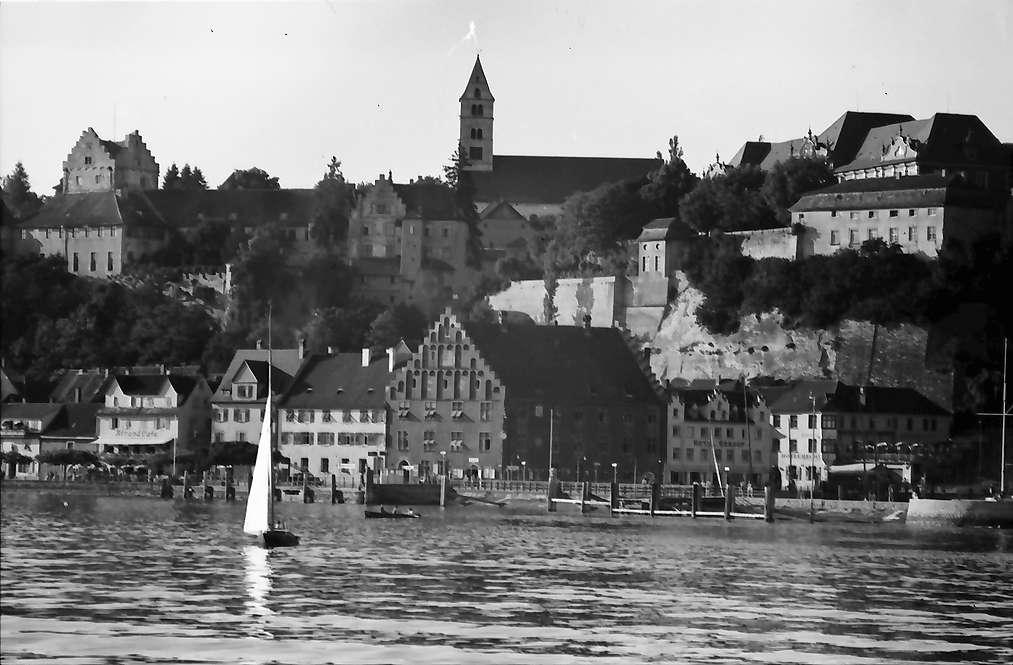 Meersburg: Blick vom See auf Hafen und Kirche, Bild 1