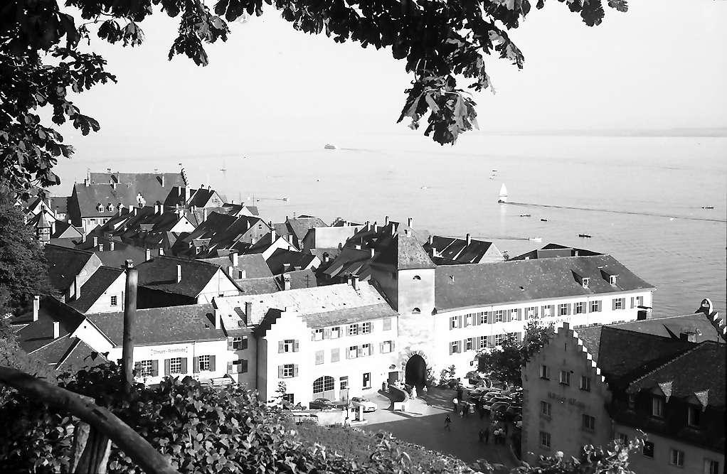 Meersburg: Von oben auf Tor, Bild 1