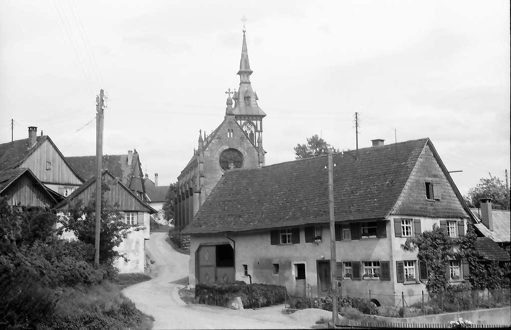 Andelshofen: Bauernhaus und Kirche, Bild 1