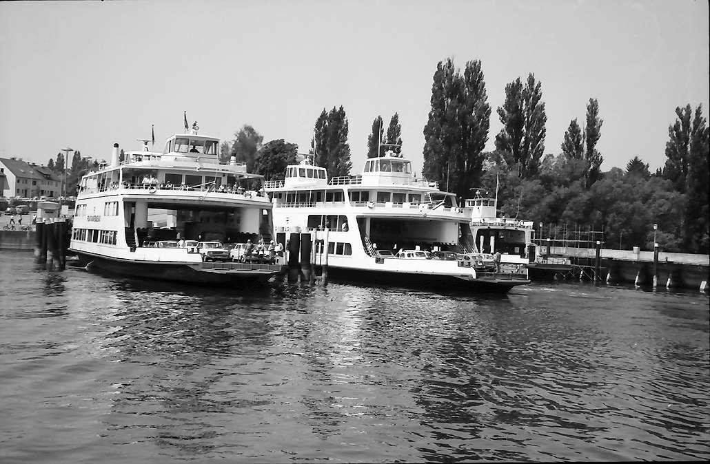Staad: Autofähren im Hafen, Bild 1