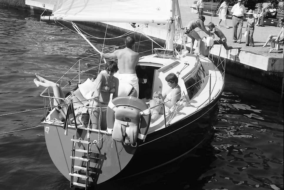 Überlingen: Auslaufende Segelyacht mit Familie, Bild 1