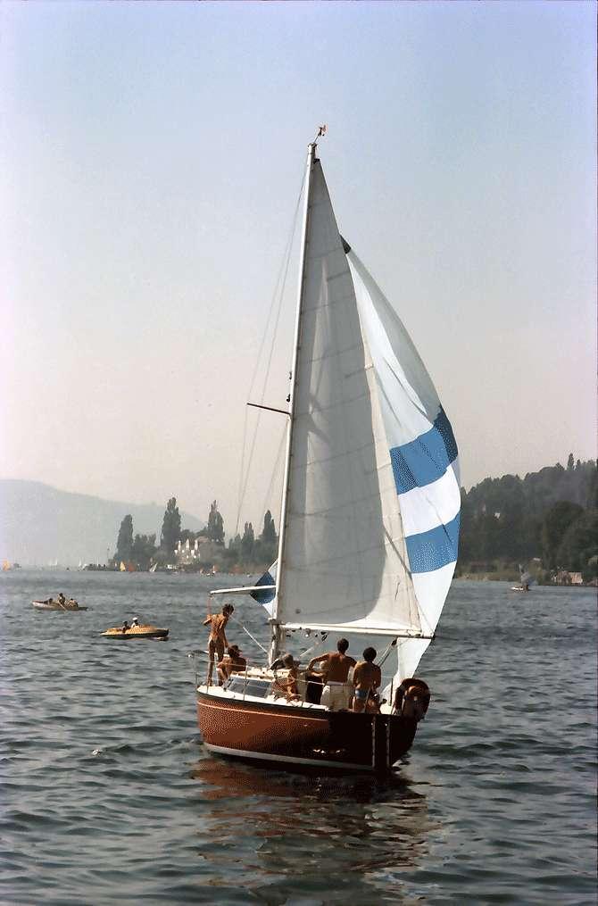 Überlingen: Auslaufendes Segelboot, Bild 1