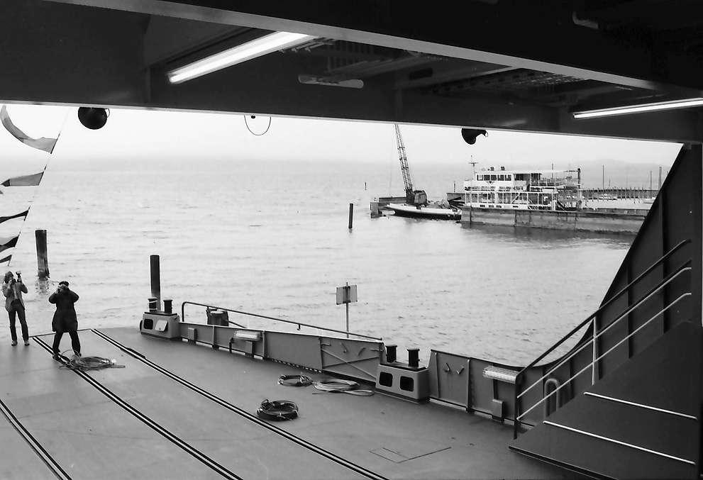 """Kressbronn: Stapellauf Fährschiff M.S. Friedrichshafen, Autoplattform mit Ausblick auf alte """"Schussen"""", Bild 1"""