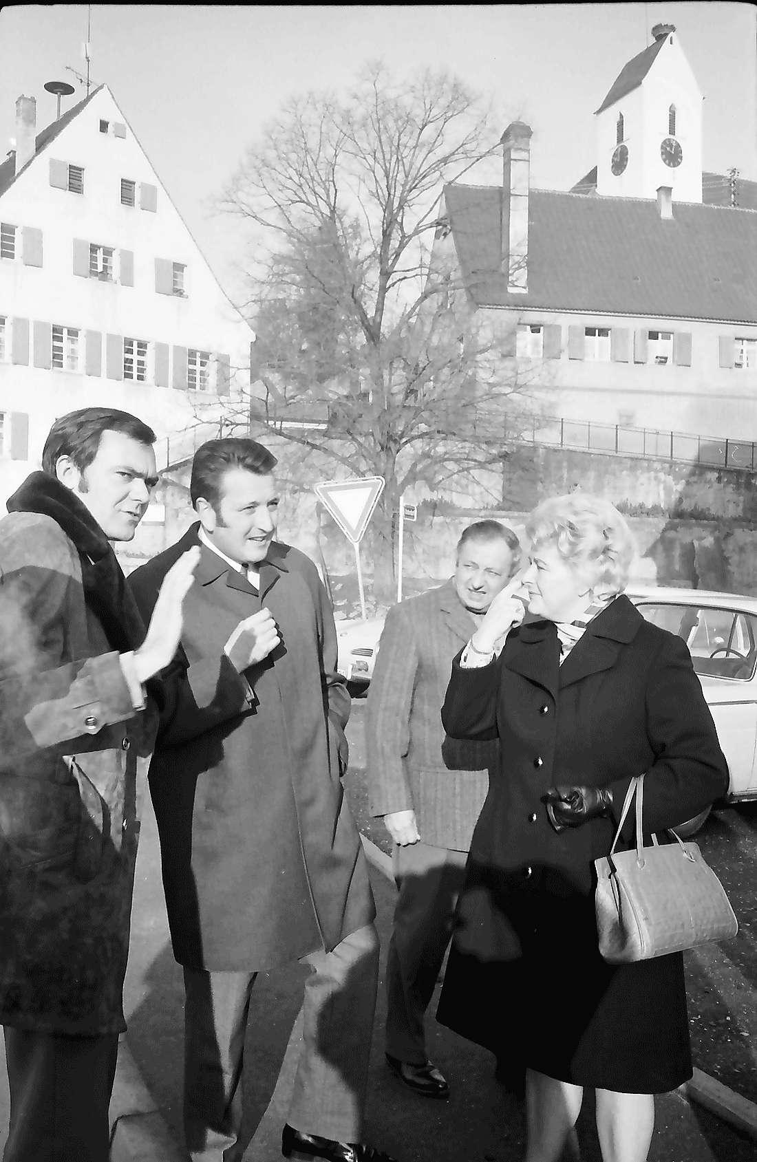 Opfingen: Gruppen mit Bürgermeister Höfflin, Bild 1