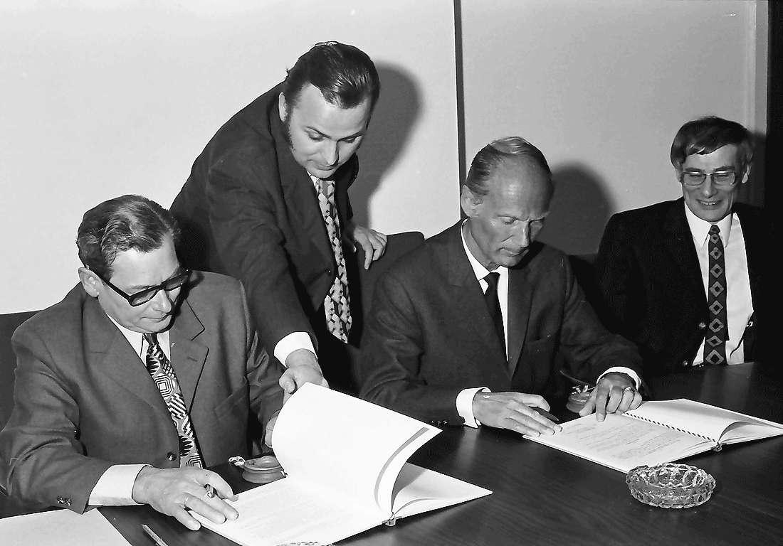 Waltershofen: Unterzeichnung und Austausch der Urkunden, Bild 1