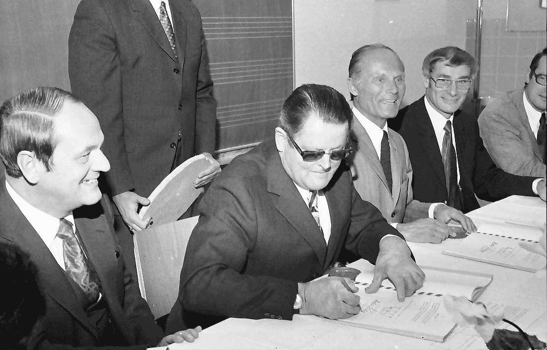 Tiengen: Akt der Unterzeichnung, Bild 1