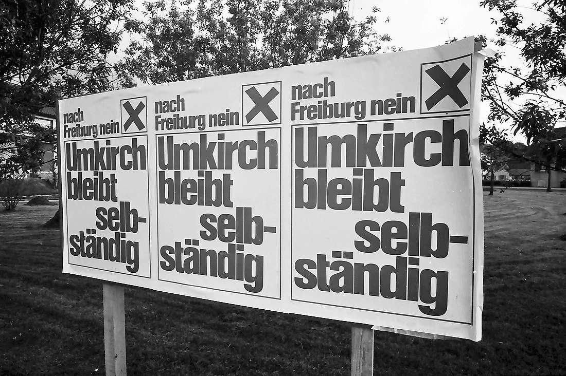 """Umkirch: Anti-Freiburg-Plakat; """"Umkirch bleibt selbständig"""", Bild 1"""
