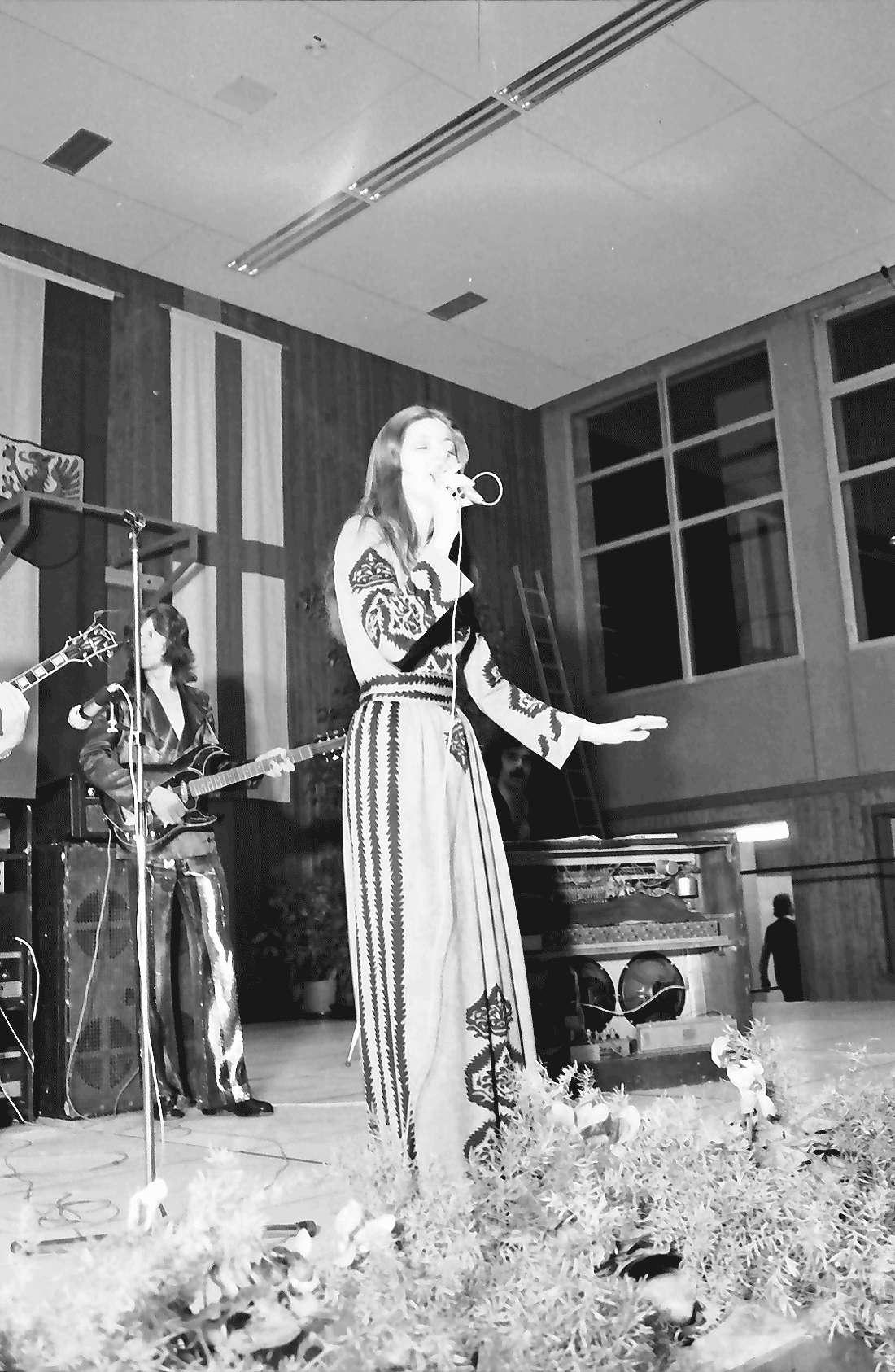 Hochdorf: Mooswaldhalle; bunter Abend; Monika Morell, Sängerin, Bild 1