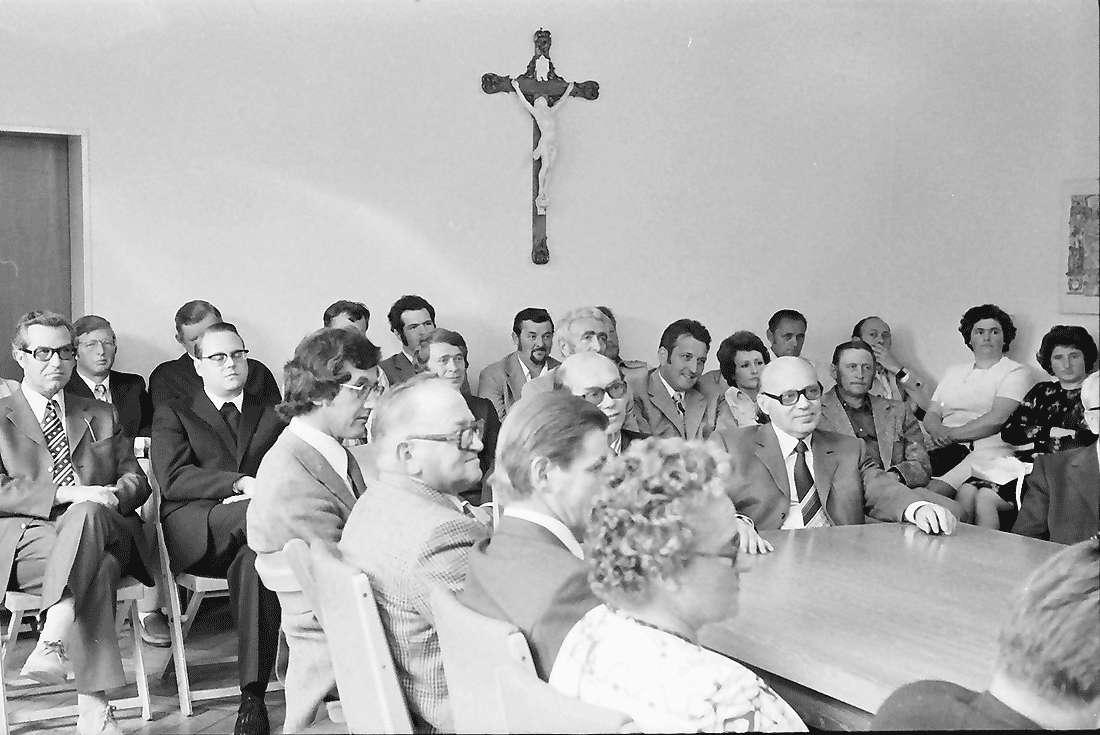 Kappel: Rathaus; Eingemeindung Kappel; Tisch mit Gemeinderatmitgliedern, Bild 1